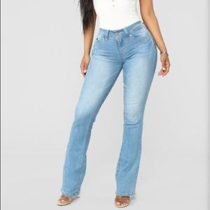 Women's Size 7 Mid Rise Boot Cut Summer Jeans 👖